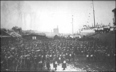 Canadian contingent boarding the SS Milwaukee - 1900